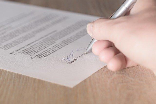 Unterschrift unter Geschäftsführer-Anstellungsvertrag